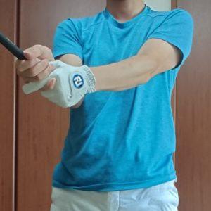 インパクトの瞬間の腕の位置