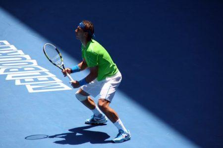 テニスのパワーポジションの構え